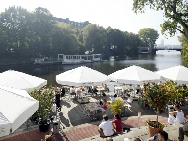 """Anleger 1871 / Restaurant, Cafe und Bar mit grosser Wassertreppe an der Mundsburger BrŸcke in Hamburg-Uhlenhorst/ Hamburg am 17.09.2003  Blick zur Au§enalster mit dem Traditionsschiff """"St. Georg""""   ©Stefan Malzkorn,WWW.MALZKORNFOTO.DE Orchideenring 16d, 22607 Hamburg , Germany Tel/Fax +49-40-345402 Bank (banking link) : Haspa BLZ 20050550  Konto (account number): 1015246885 Finanzamt Hamburg Altona /Steuer-Nr: 02-406-00900 KSK-Nr.: 39040963M007 e-mail: malzkorn@malzkornfoto.de"""